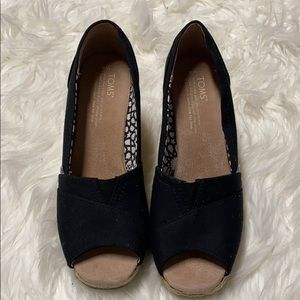 New TOMS Size 8